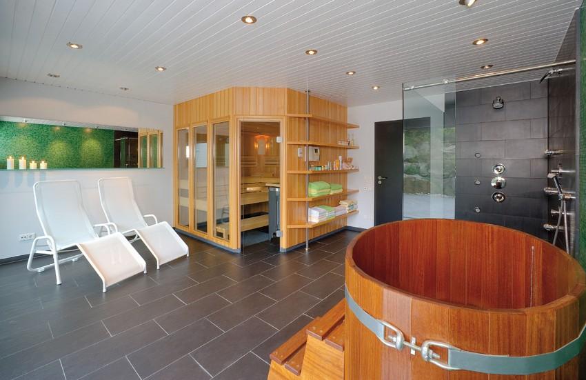 Варианты планировки, где банное помещение размещается отдельно и делится на несколько функциональных зон