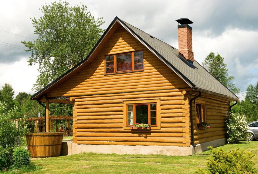 Правильная обработка бревен для постройки бани позволит продлить срок службы строения