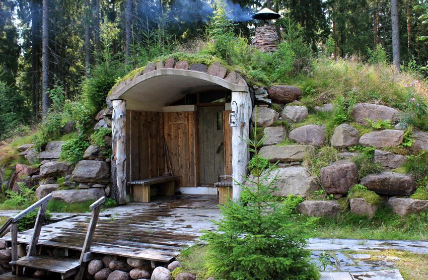 Снаружи баня может выглядеть стандартно или иметь красивый оригинальный дизайн