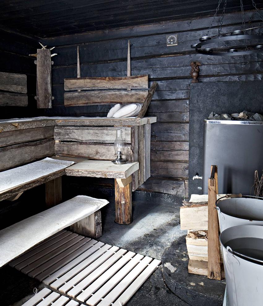 В бане из деревянного бруса размером 6 на 3 метра могут с комфортом отдыхать 3-4 человека