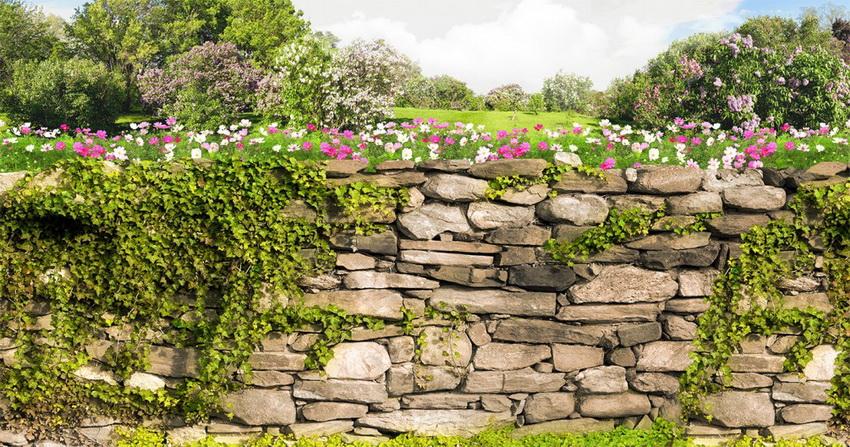 Бутовый камень - один из популярных материалов используемых для создания декоративных изгородей