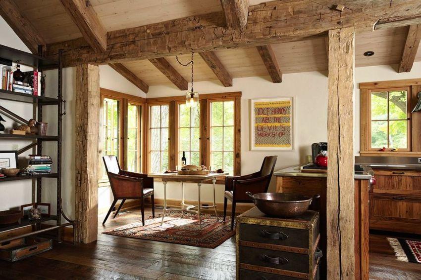 Самым престижным видом отделки под балки является натуральный древесный массив, который выпускается в виде удобных практичных панелей