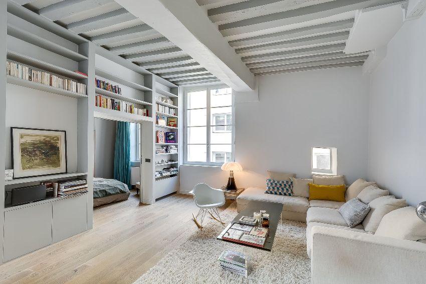 Предпочтение следует отдавать натуральным материалам, которые способны обеспечить достаточную циркуляцию воздуха внутри конструкции потолка