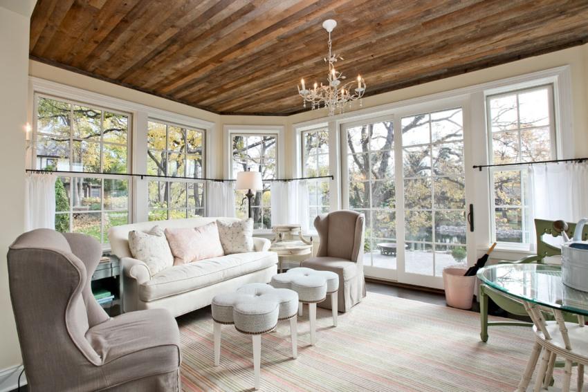 Выбирая чем обшить потолок, необходимо учитывать не только качество и стоимость материалов, но и общий стиль оформления помещений