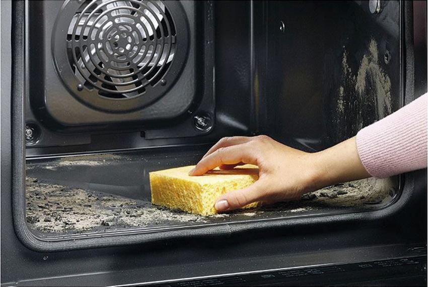 В моделях премиум-класса часто используется более эффективный способ очистки – пиролитический
