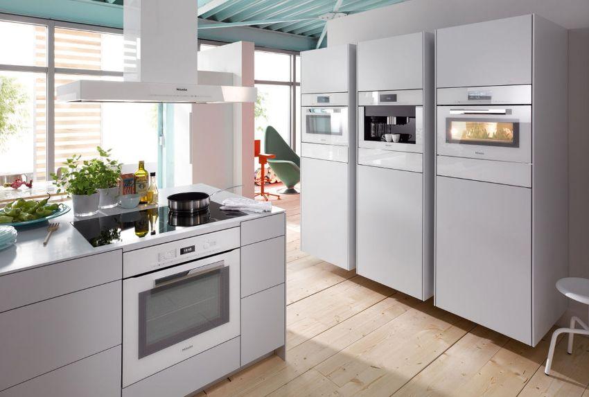 Духовой шкаф, в котором используются электрические нагревательные элементы, нагревается быстро и точно держит заданную температуру