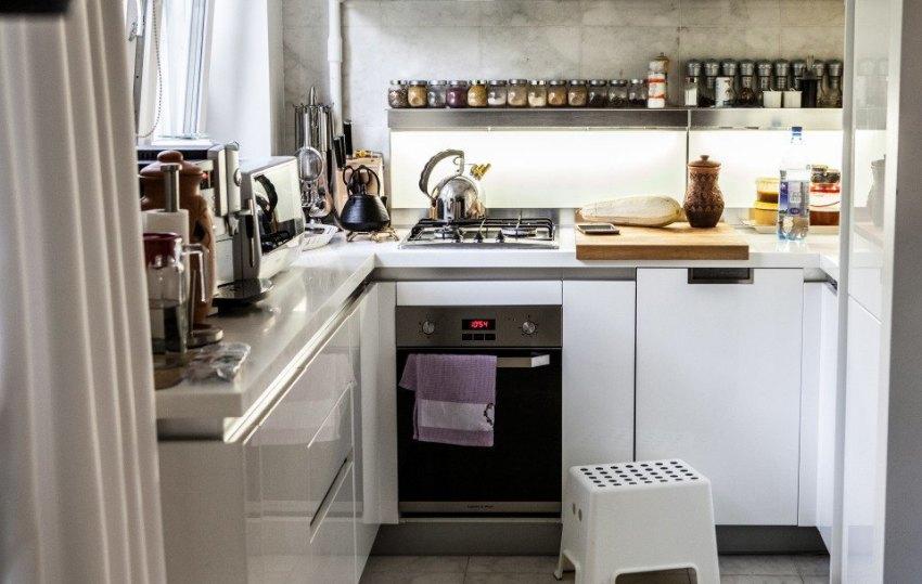 Электрические духовки с шириной в 45 см позволяют даже в самую малогабаритную кухню поместить многофункциональный духовой шкаф