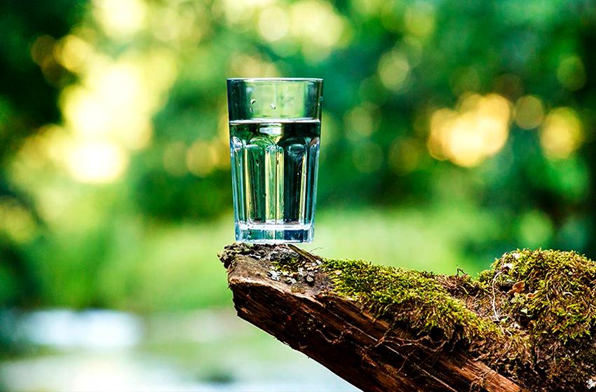 Если у воды повышенный уровень железа, присутствует сероводород и нитраты, то ее пить нельзя