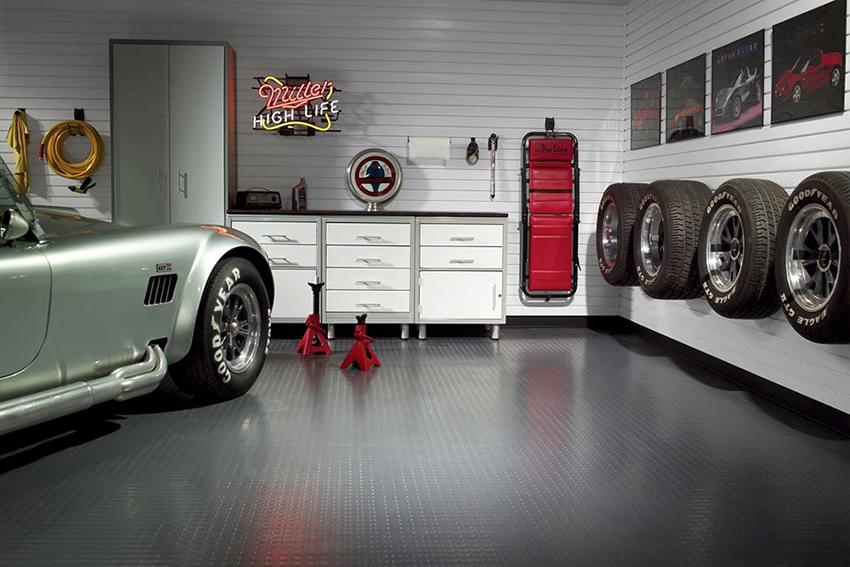 Оптимальным вариантом для отделки стен гаража является пластиковая вагонка