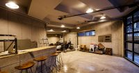 Для оформления стен гаража отлично подходит бетонная плитка