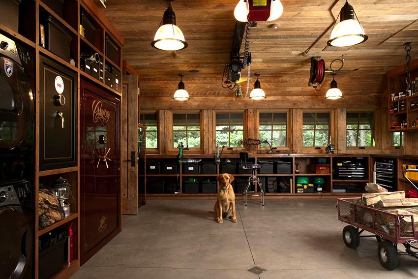 Чтобы освещение вписалось в общий интерьер гаража его необходимо детально продумать