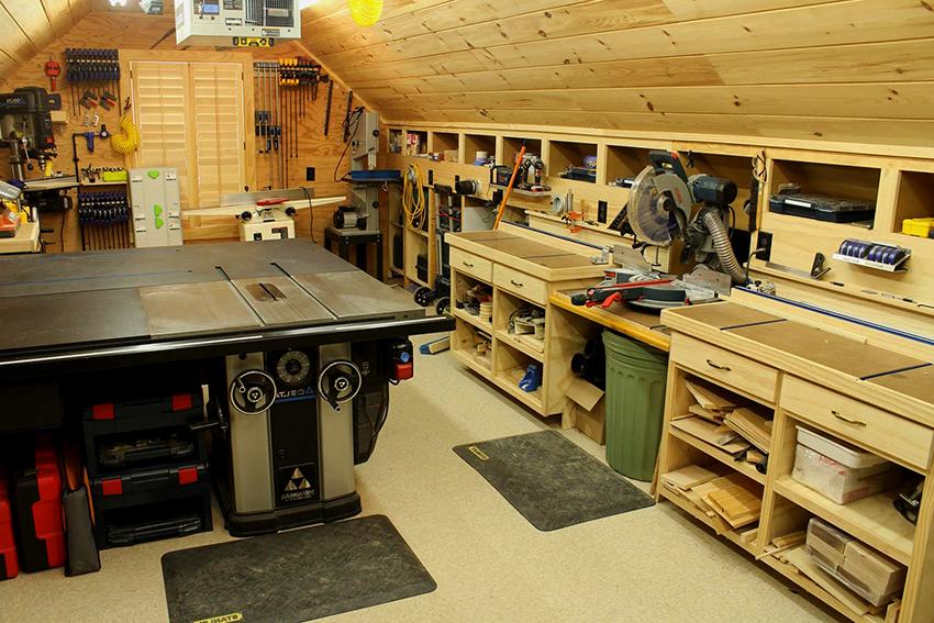В интерьерах гаражей отлично смотрится мебель изготовленная из дерева
