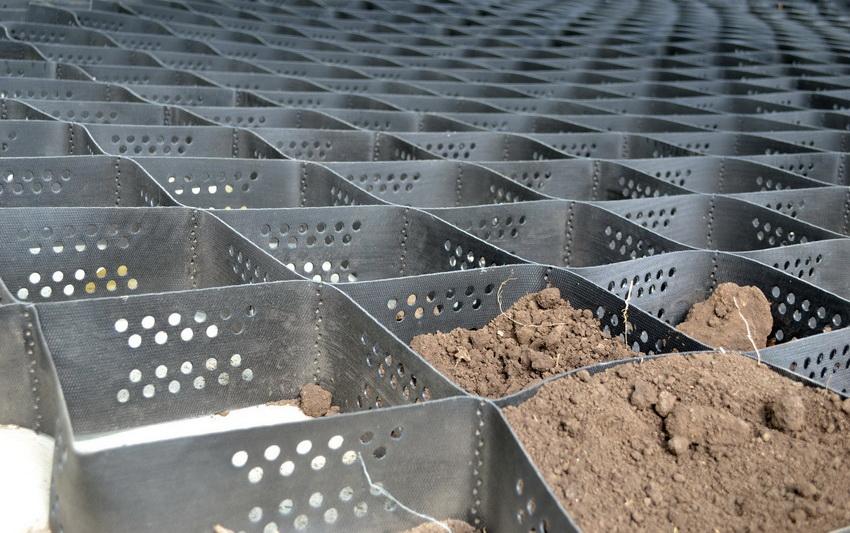 Газонную решетку следует подбирать исходя из предполагаемой нагрузки на поверхность, где она будет эксплуатироваться