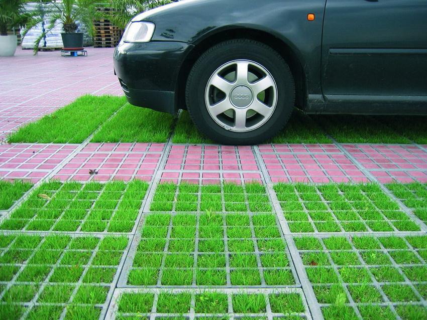 Выбирая материал для создания экопарковки следует учитывать параметр грузоподъемности газонной решетки