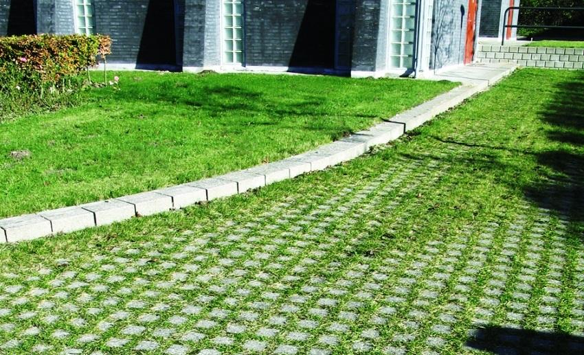 Газонные решетки, сделанные из пластика, придают травяному покрытию высокую устойчивость к механическим нагрузкам