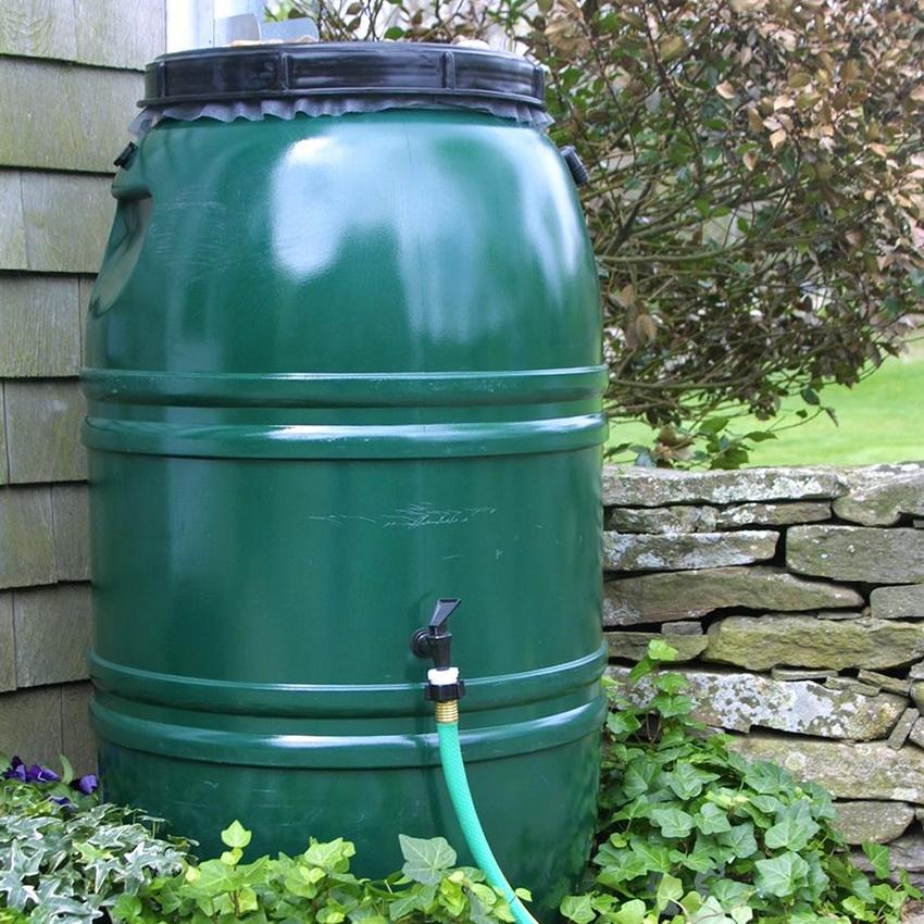 Бочки для воды из пластика - наиболее выгодны и удобны в эксплуатации, к тому же могут служить много лет
