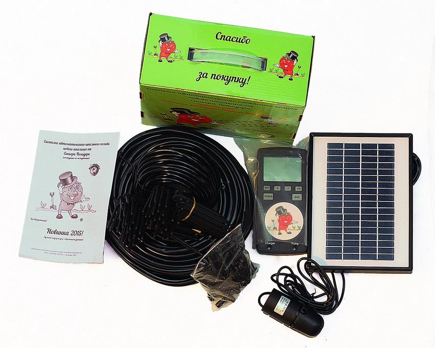 """Полностью автоматизированная система капельного полива """"Синьор Помидор"""" работает от солнечной батареи, которая входит в комплект"""