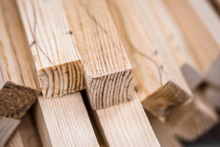 Чтобы изготовить каркас гаража, понадобится определенное количество брусьев из подходящей породы дерева