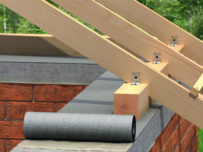 Конструкция двухскатной крыши несколько сложнее односкатной, так как необходимо изготовлять стропильную систему кровли