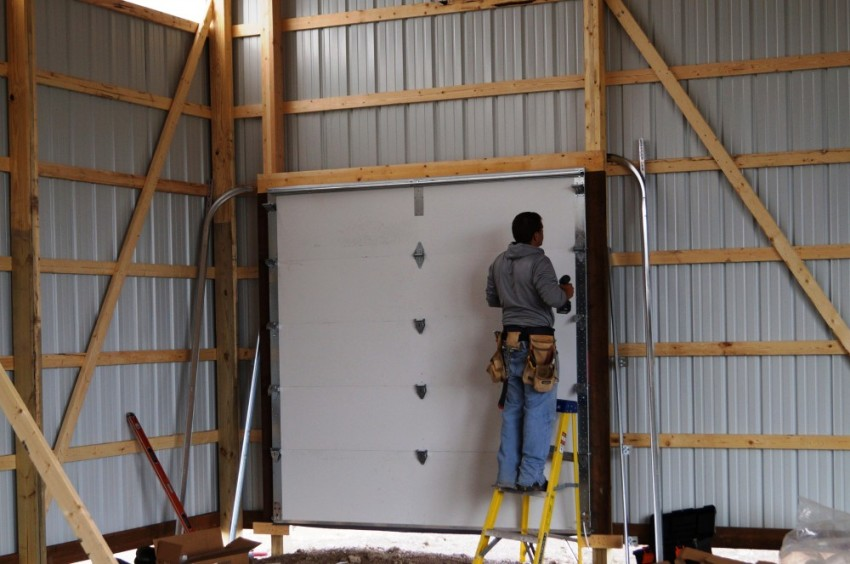 Монтаж каркаса стен из балок выполняется только из хорошо просушенной древесины