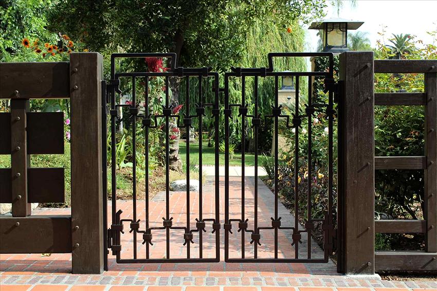 Материал, из которого сделаны ворота должен соответствовать климатическим условиям
