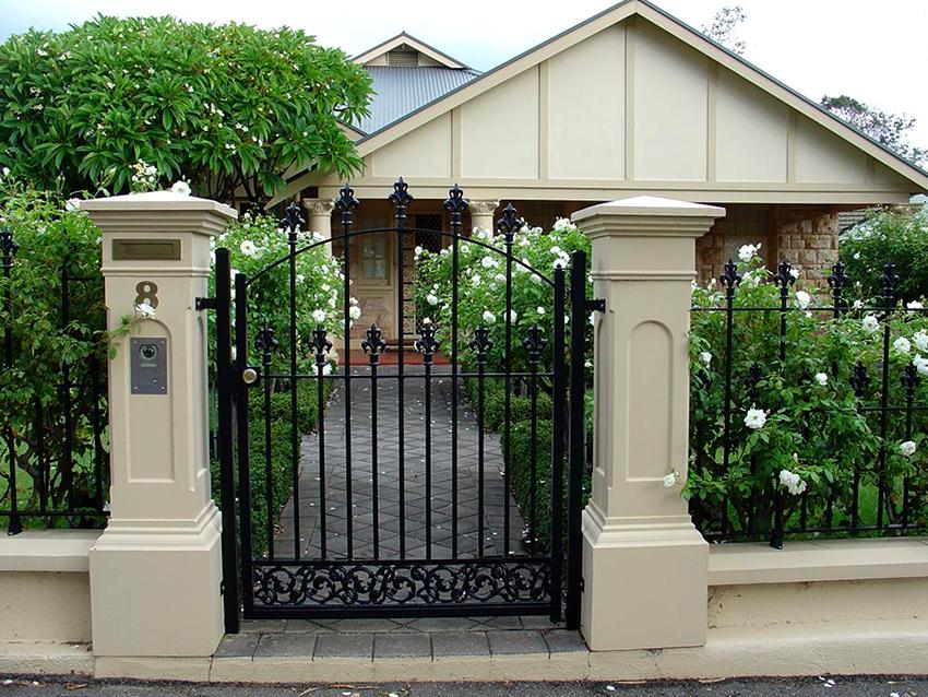 Не рекомендуется покупать дешевые ворота, так как они могут быть низкого качества