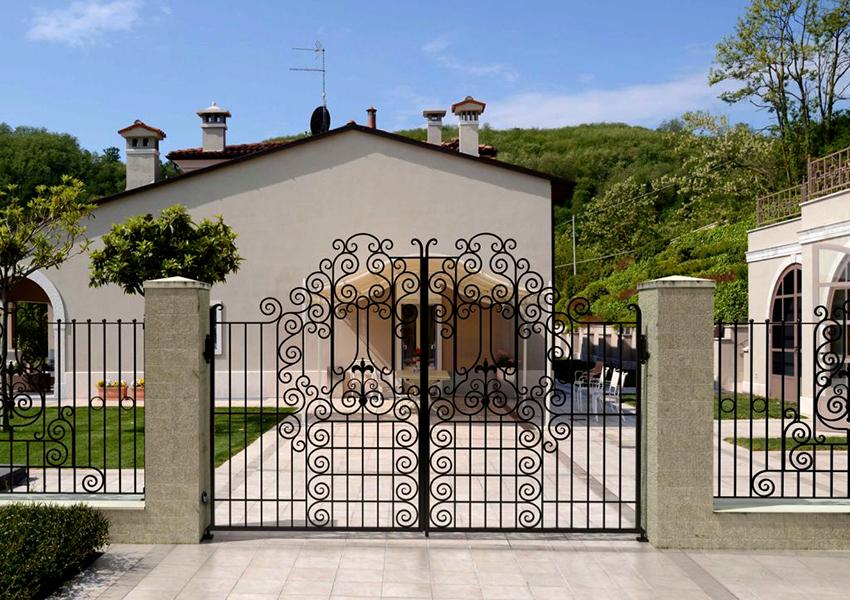 Кованые ворота можно изготовить на заказ необходимого размера и дизайна