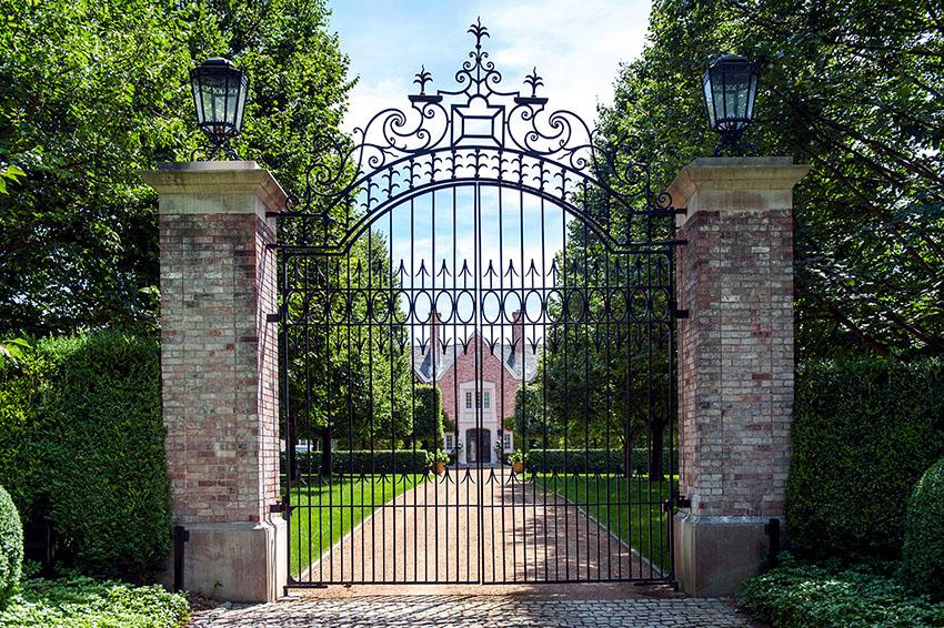 Кованым воротам не страшны любые климатические и погодные условия