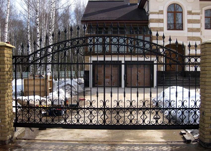 Прежде чем приступить к разработке эскиза необходимо определиться с типом ворот