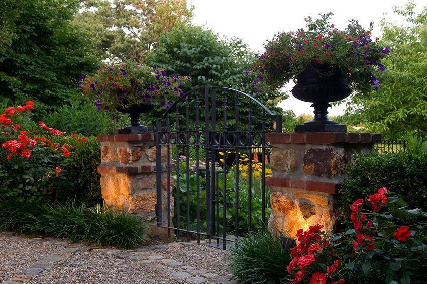 Прозрачные кованые двери обладают максимальной степенью открытости