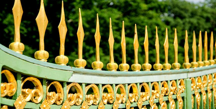 Подбирать цвет для ворот необходимо исходя из архитектурных особенностей здания