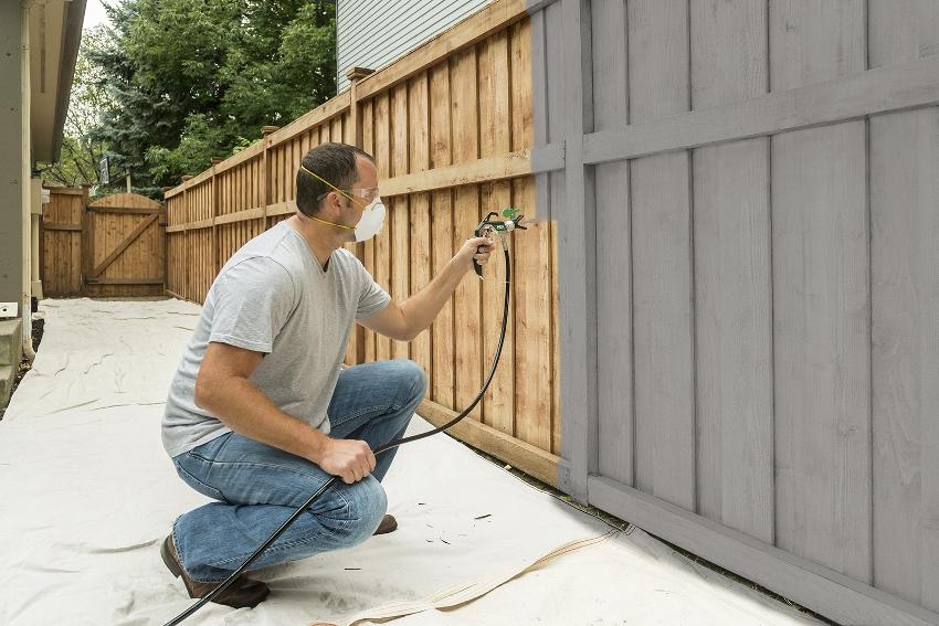 Краскопульты с безвоздушным распылением чаще всего применяются для наружных работ, где результат не так заметен