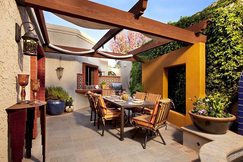 Пергола может быть местом для обеденной зоны под открытым небом