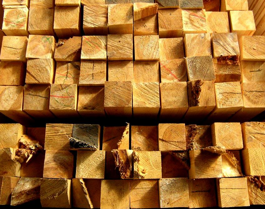 Для изготовления перголы лучше всего подойдет древесина из дуба или ольхи