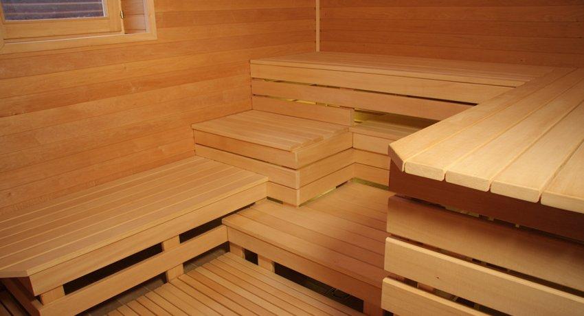 Набивать и фиксировать доски на каркас было бы предпочтительнее с помощью деревянных гвоздей или штифтов