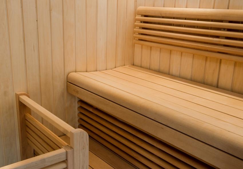 Для изготовления полков и скамей-лежаков рекомендуется использовать древесину лиственных пород