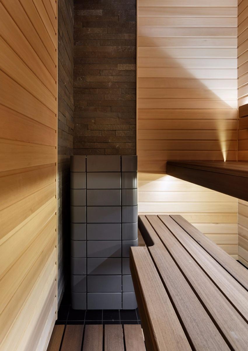 Важно выбрать древесину устойчивую к высоким температурам и воздействию влаги, в этом случае полок сможет прослужить долгие годы