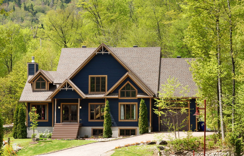 Каждый проект дома с цокольным этажом разрабатывается индивидуально исходя из особенностей участка