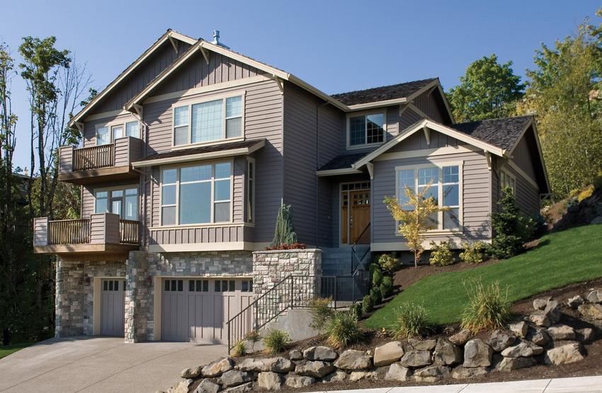 Благодаря цокольному этажу даже на маленьком участке можно построить большой и вместительный дом