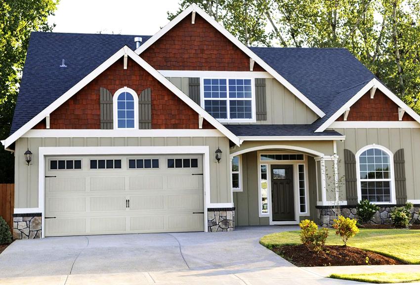 Для дома с мансардой наиболее подходящими будут двускатная, вальмовая или полувальмовая крыши