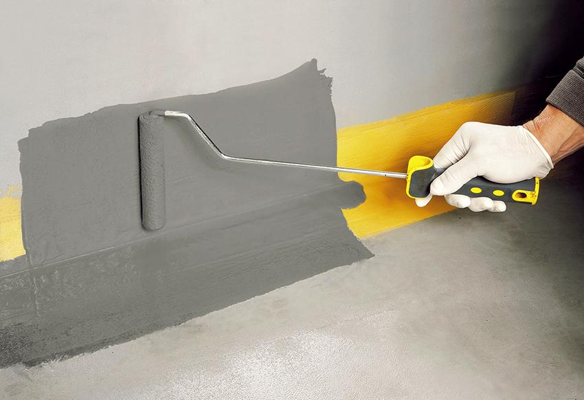 Чтобы состав хорошо впитался в бетон необходимо провести качественную подготовку поверхности