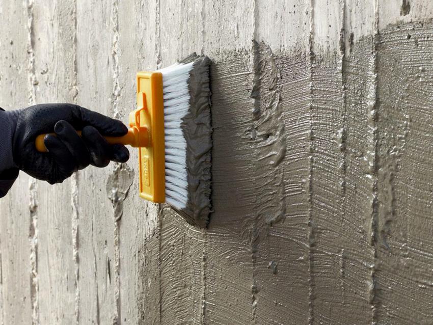 Гидроизоляционная смесь проникает в бетон на 10-12 см, защищает его от влаги и продлевает срок эксплуатации