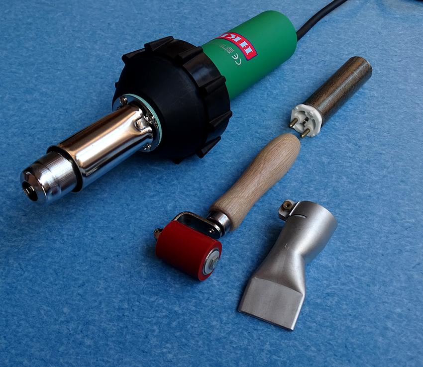Для сваривания стыков понадобится специальный фен и силиконовый ролик