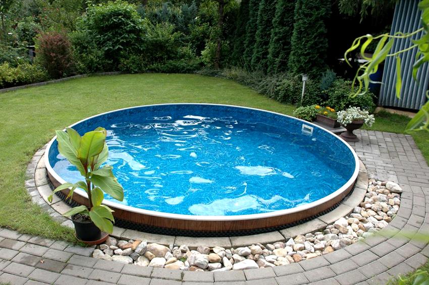 Пленка для бассейна производится из поливинилхлорида, который обрабатывается фунгицидным и противомикробным составом