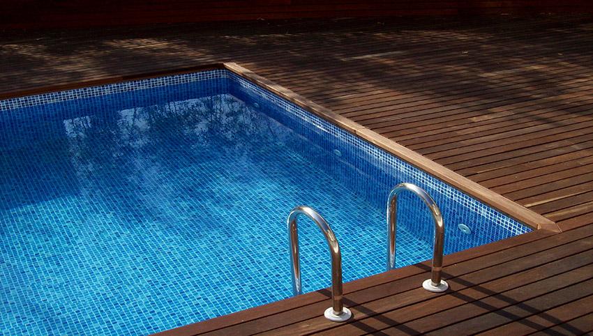 Перед тем как заполнять бассейн водой необходимо проверить резервуар на наличие дефектов