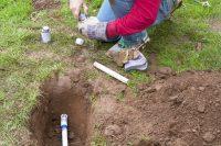 Прокладку труб для системы орошения и монтаж лучше всего доверить специалисту