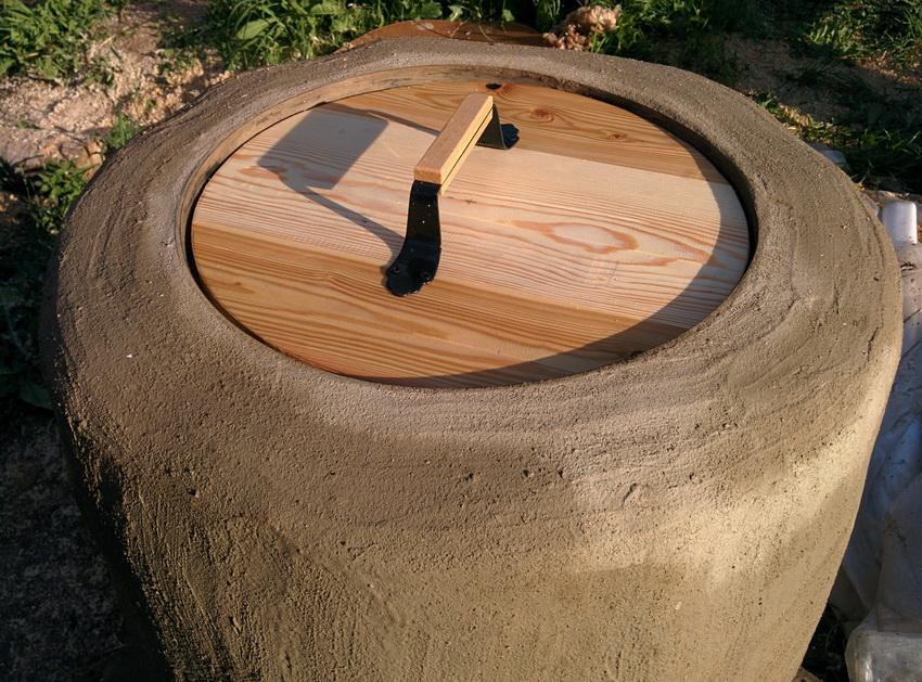 После обмазки глиной следует дать конструкции хорошо высохнуть и только после этого проводить первую растопку