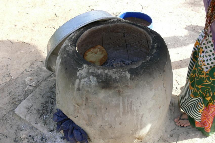 Тандыр является древней традиционной национальной узбекской печью-жаровней