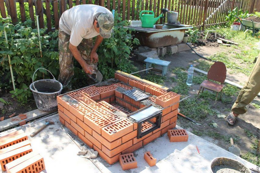 Подготовка основания из кирпича для установки тандыра