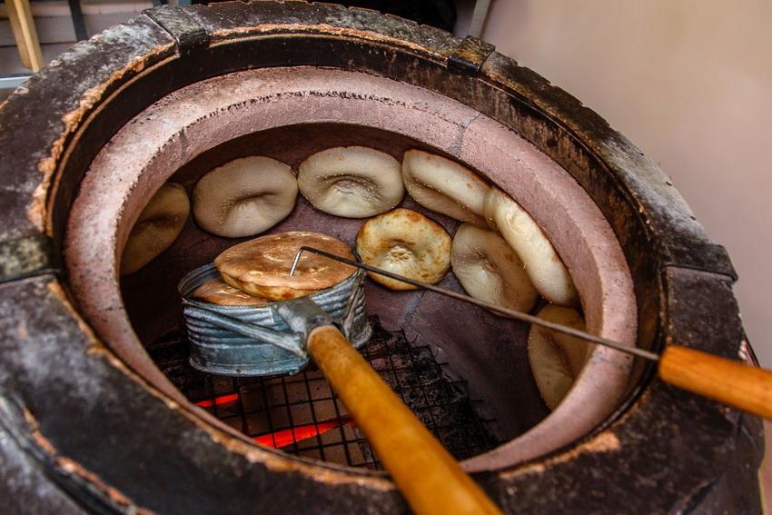 Часто тнадыр используют и для приготовления выпечки